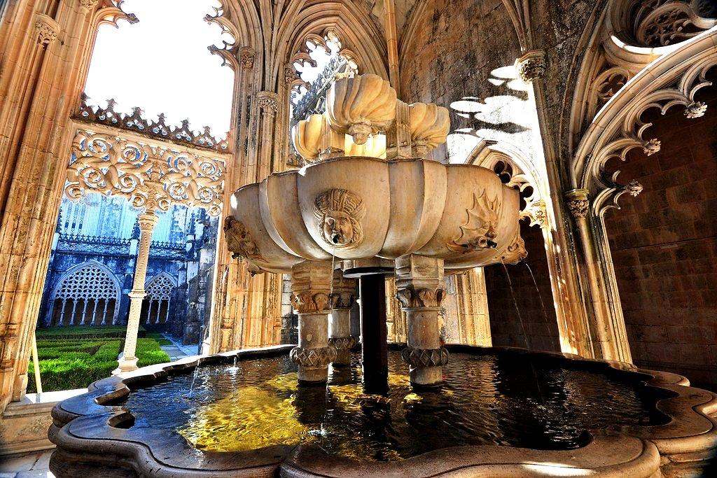 фонтан монастыря в баталье