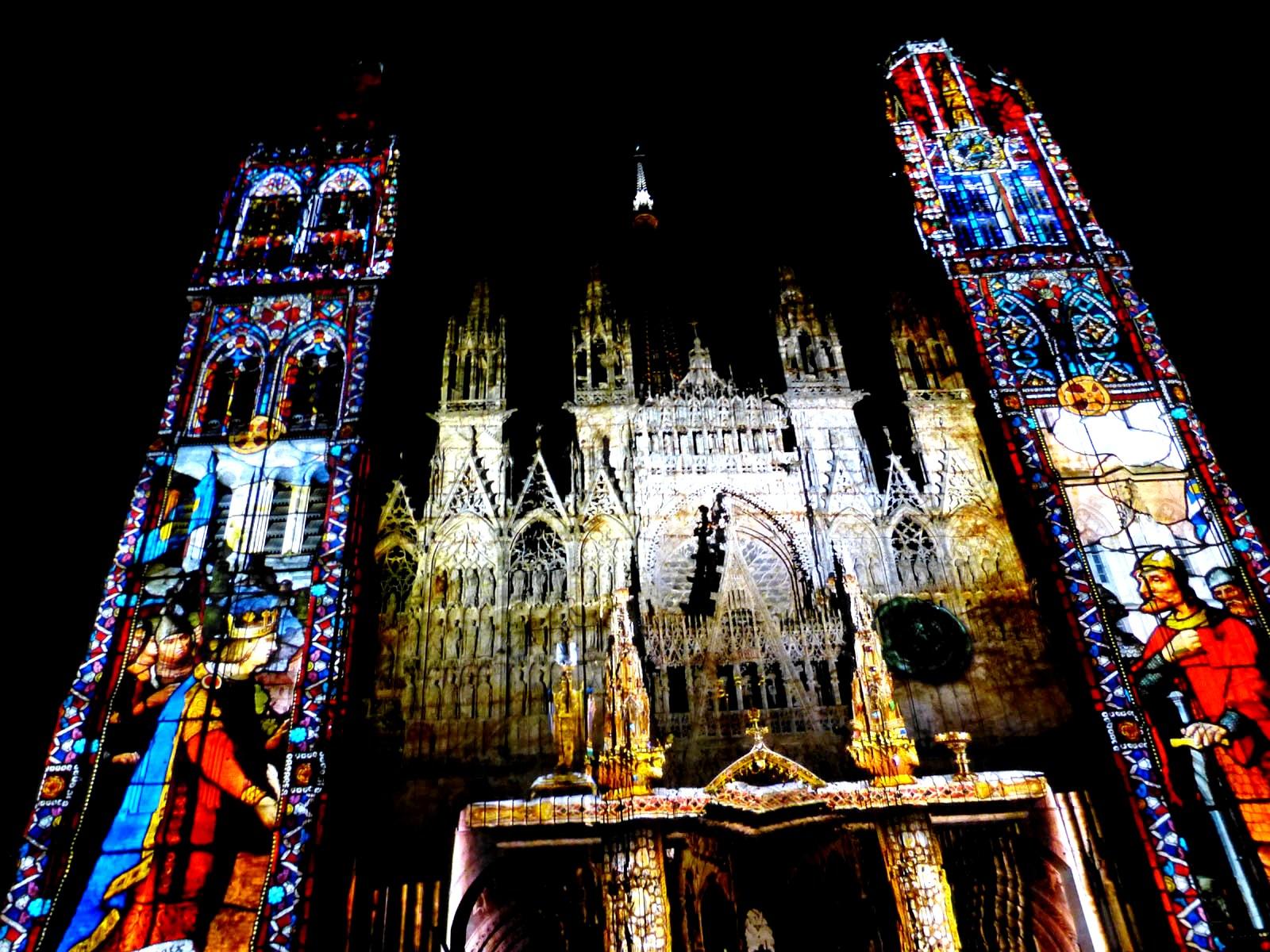 лазерное шоу Руанского собора