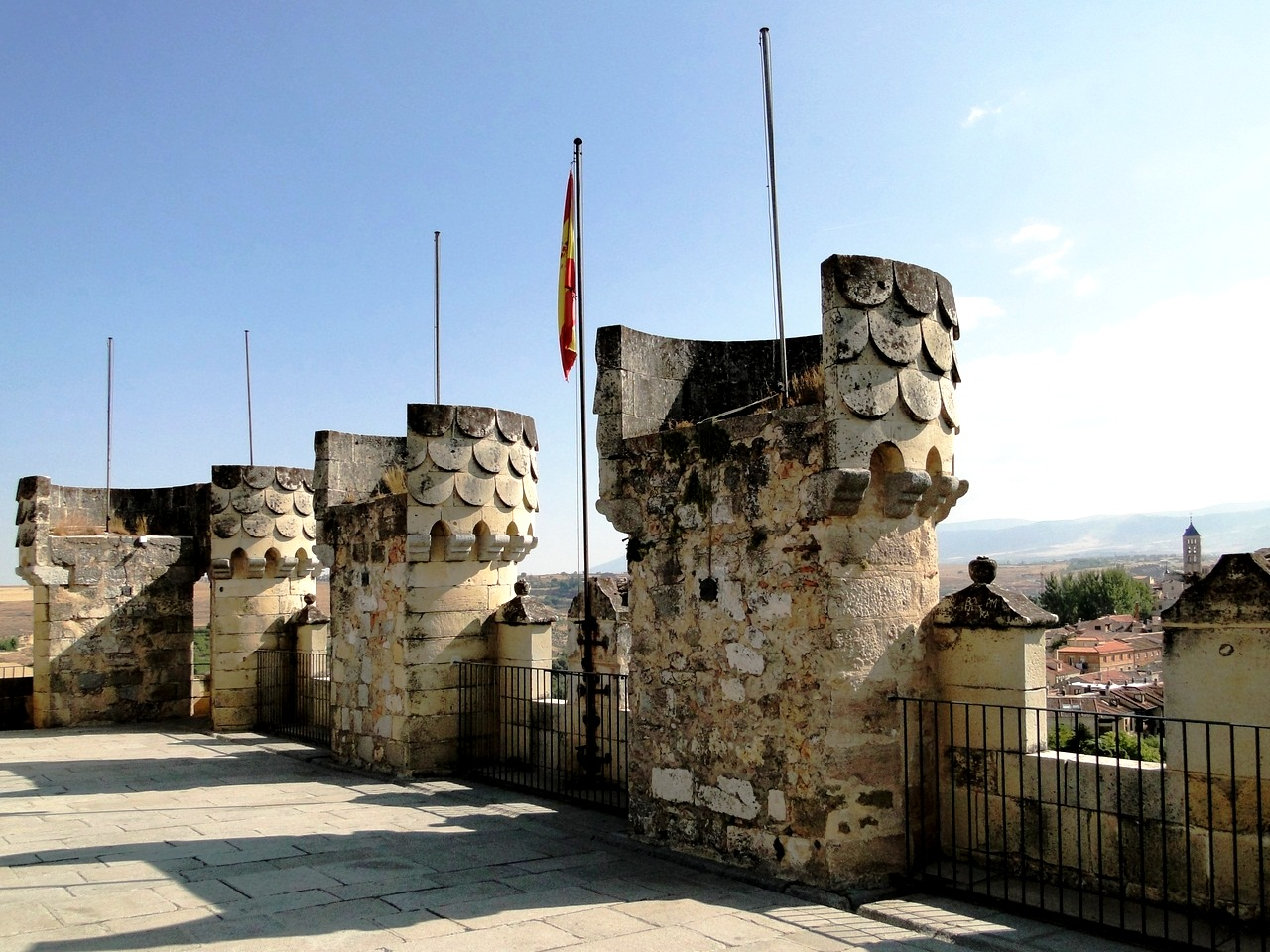 стены алькасара