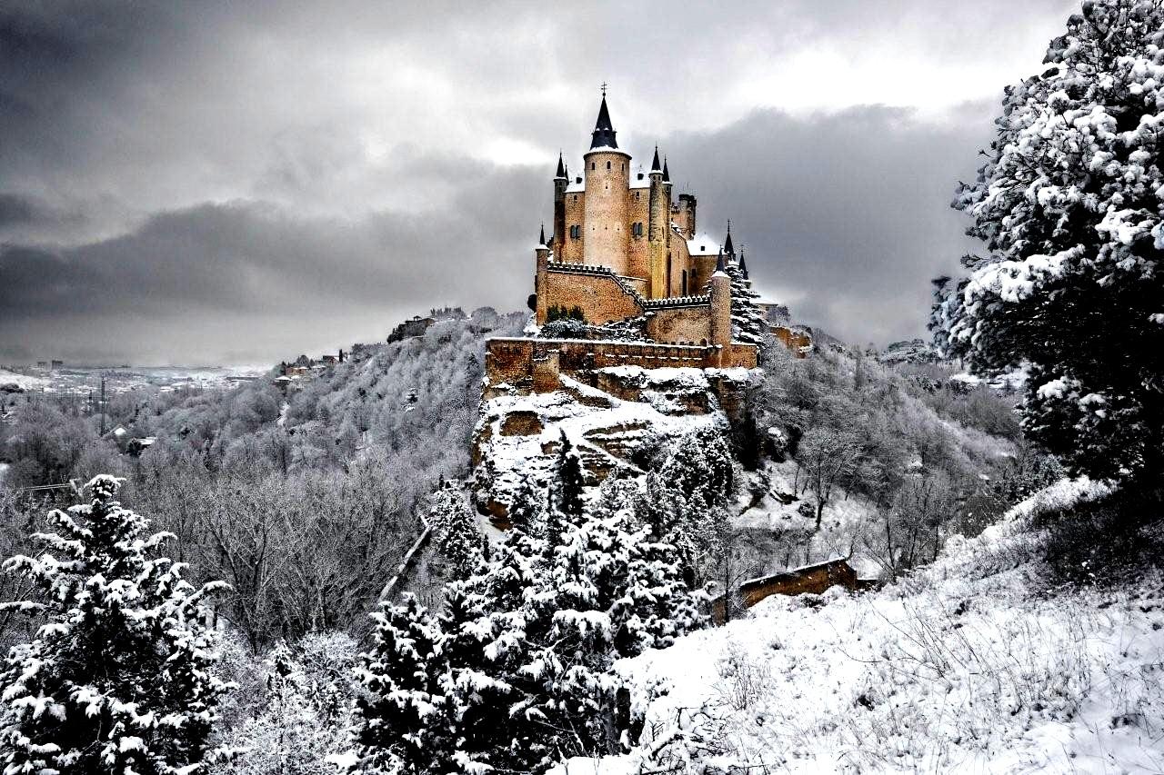 алькасар в снегу