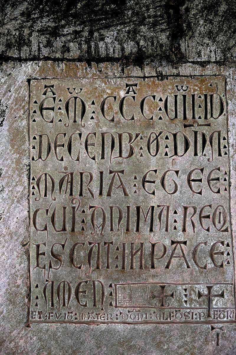 древняя надпись в алкобасе