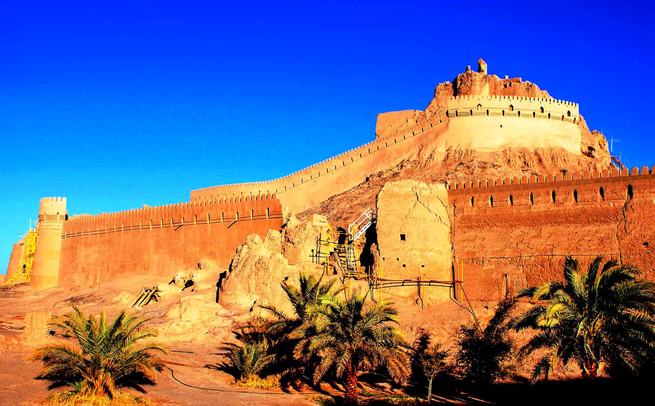 стены крепости бам