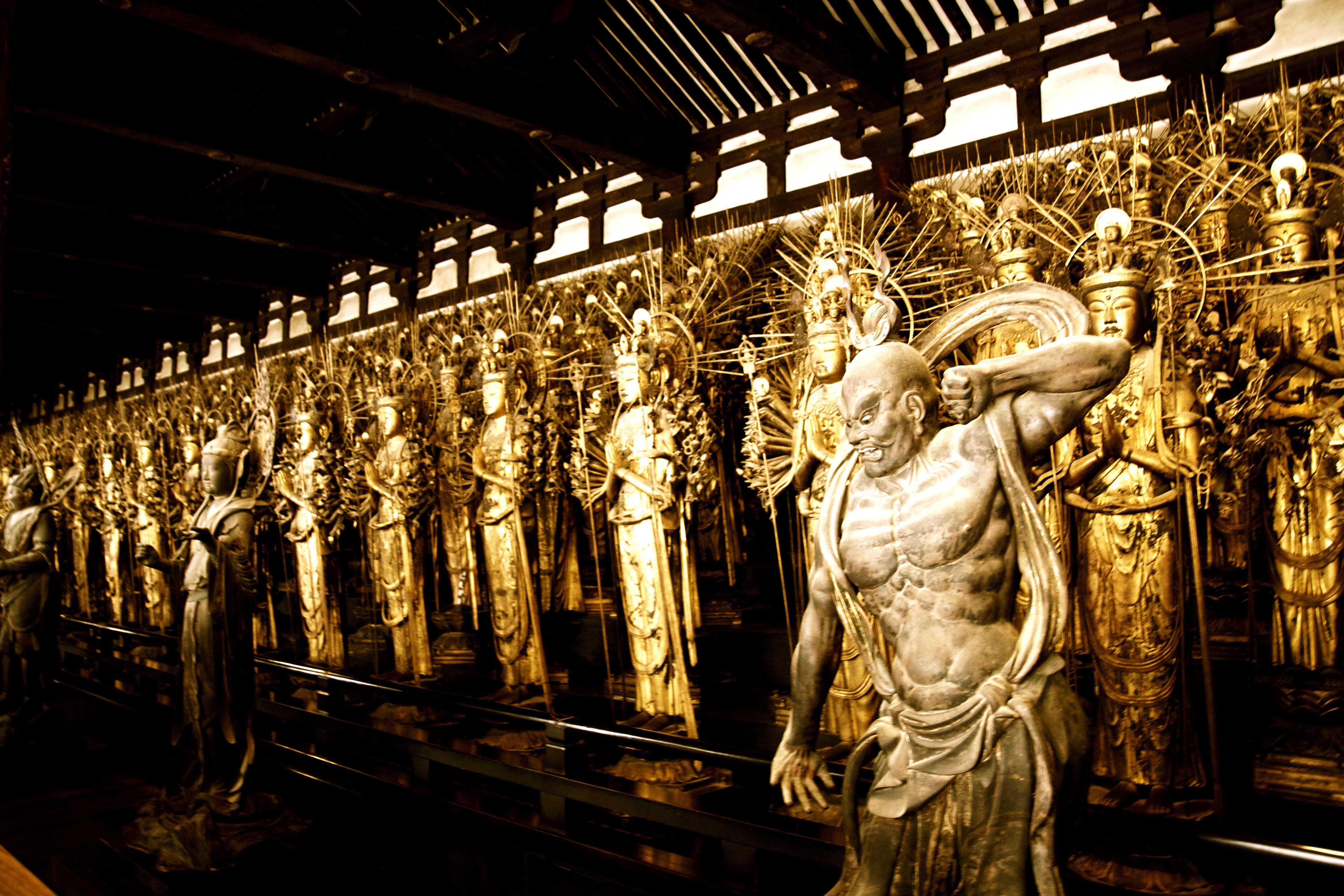скульптуры храма сандзюсан