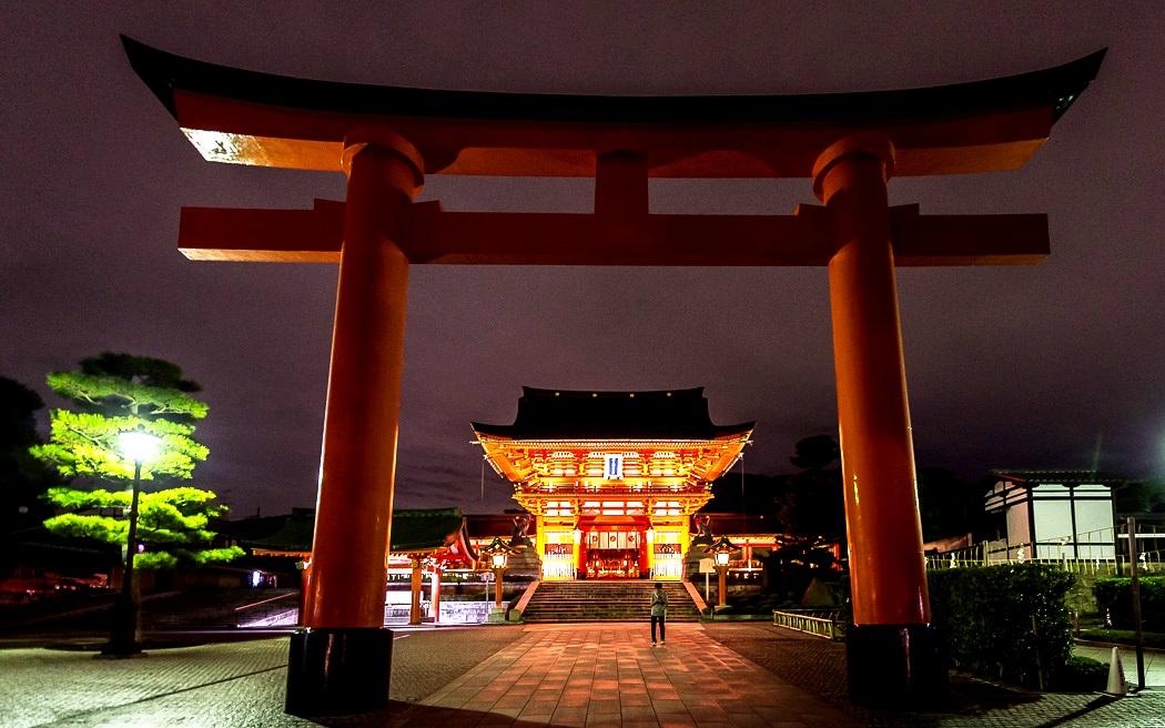 арка храма фусими инари