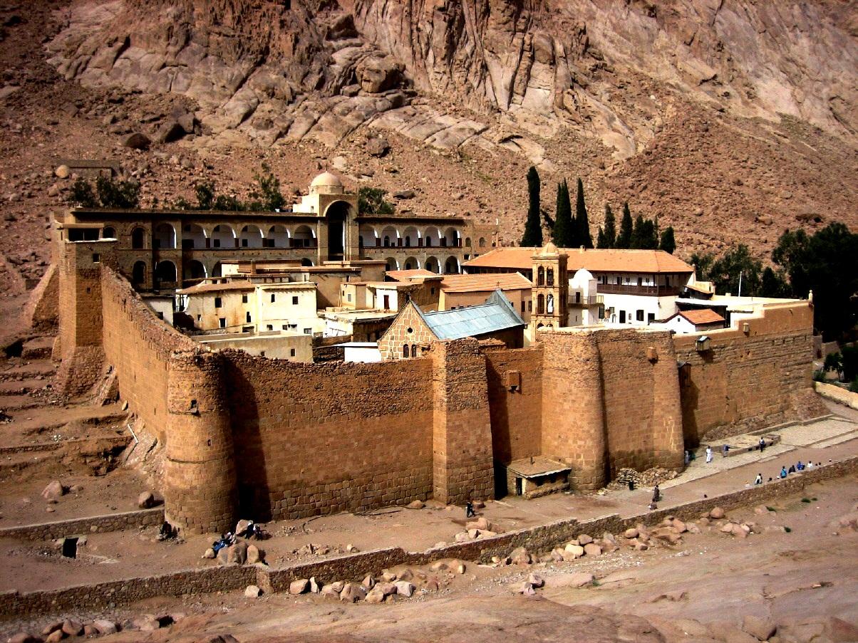 стены синайского монастыря