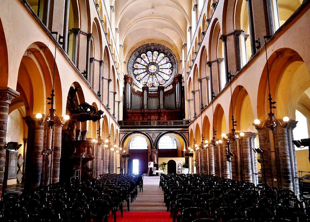 интерьер собора в турне