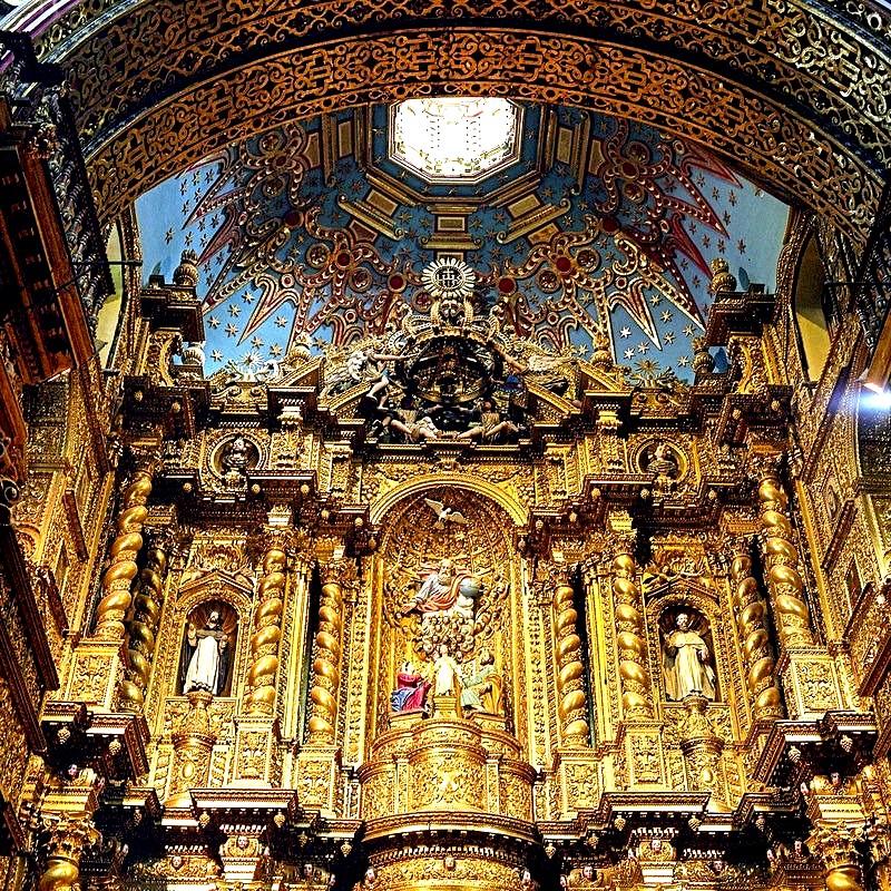 внутри храма ла компанья