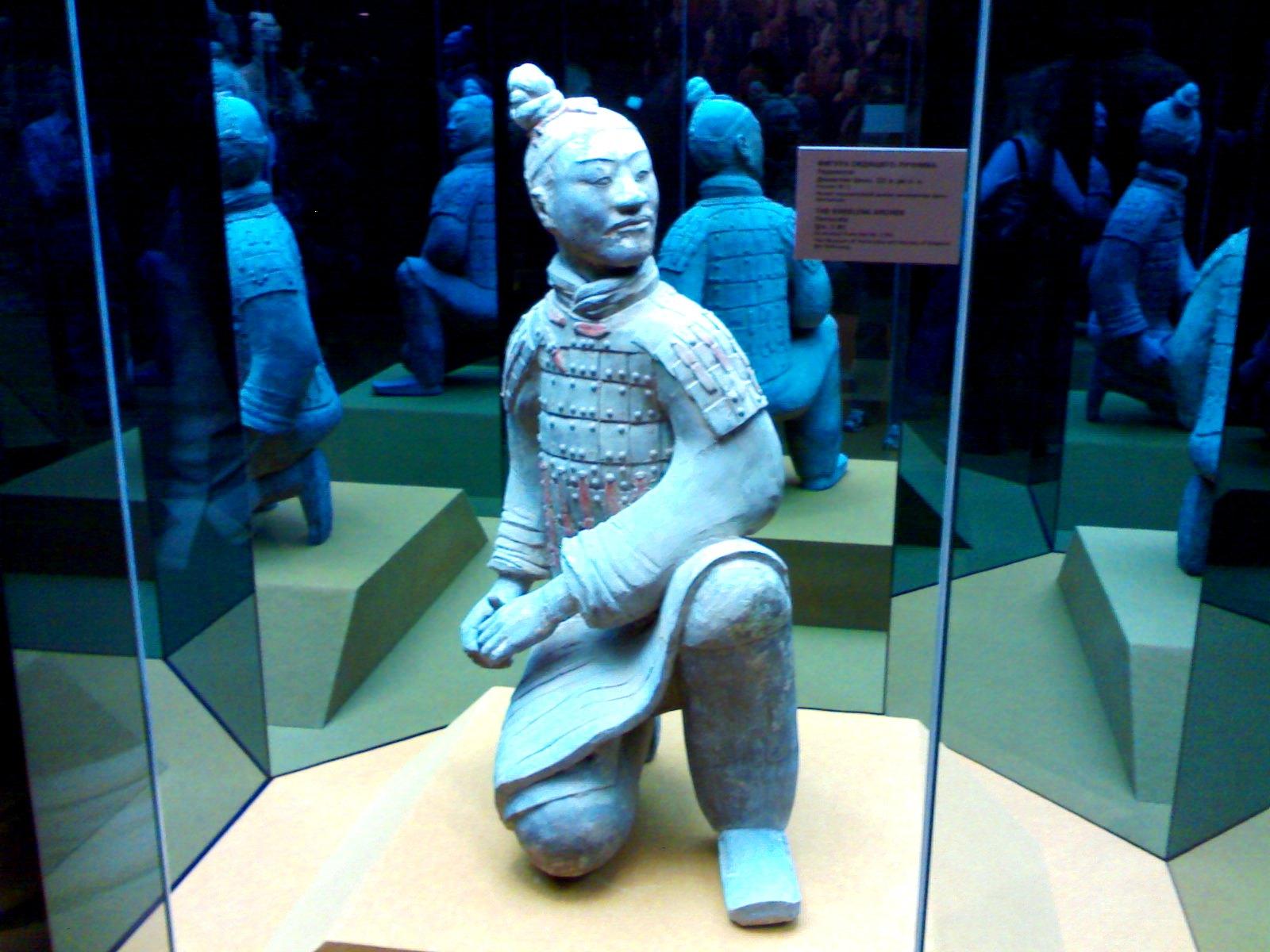 статуя китайского солдата