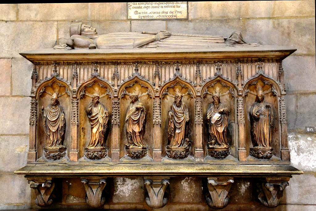 саркофаг епископа