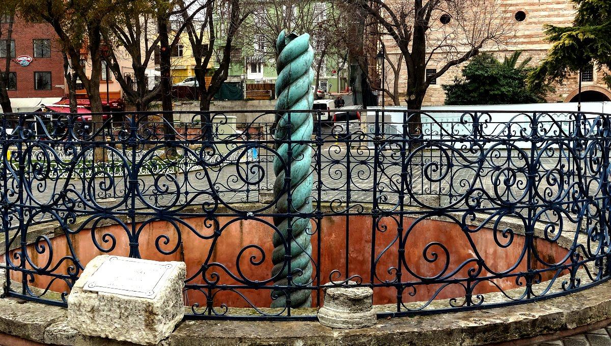 змеиная колонна