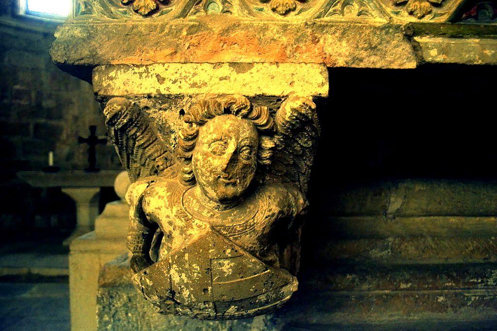статуи монастыря поблет