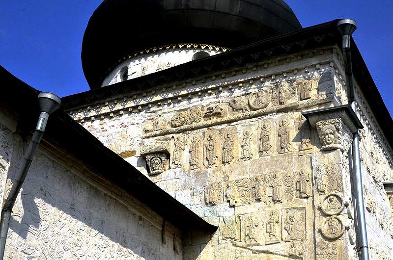 горельефы собора
