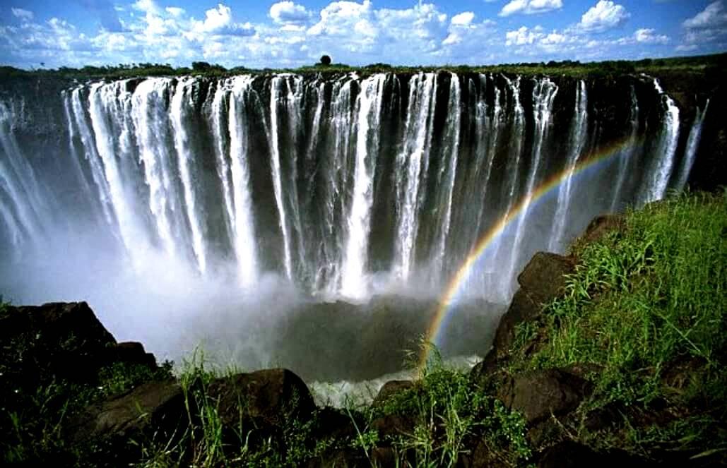 струи водопада виктория