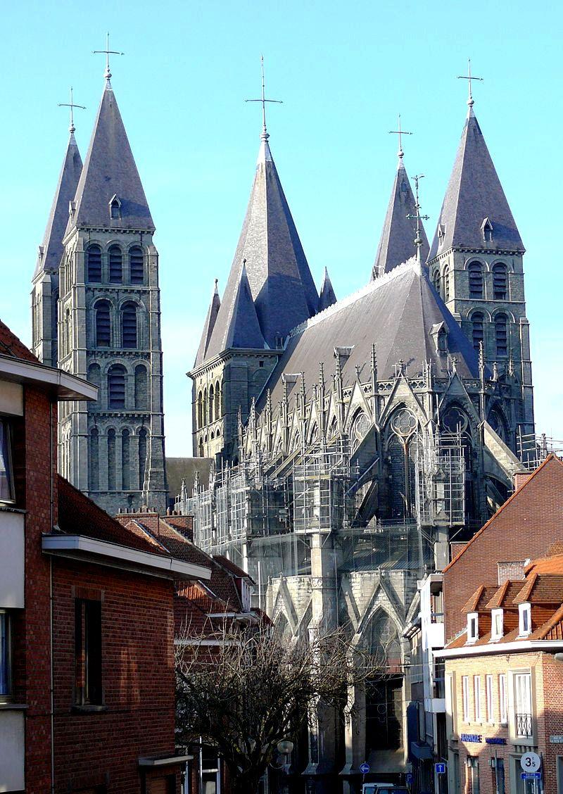 шпили собора в турне