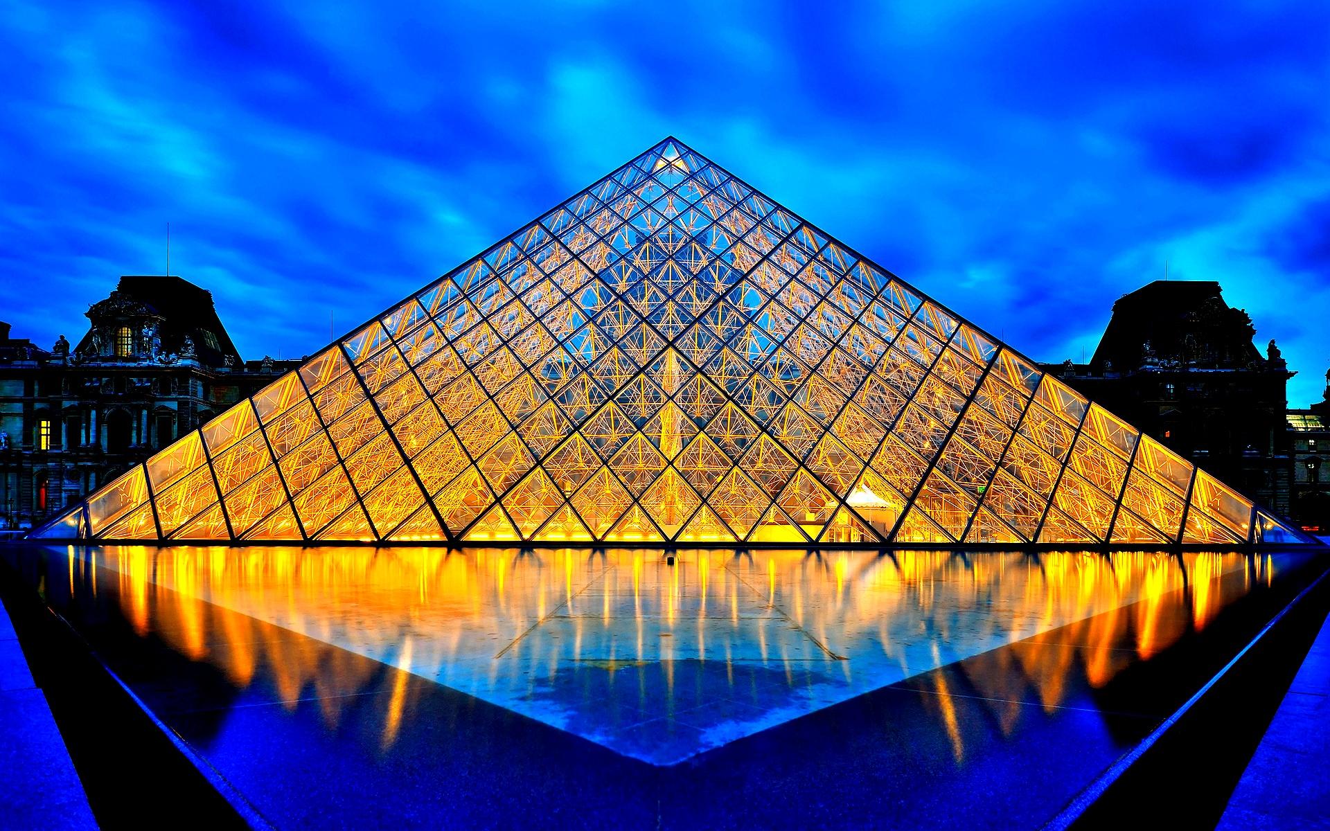 пирамида в лувре