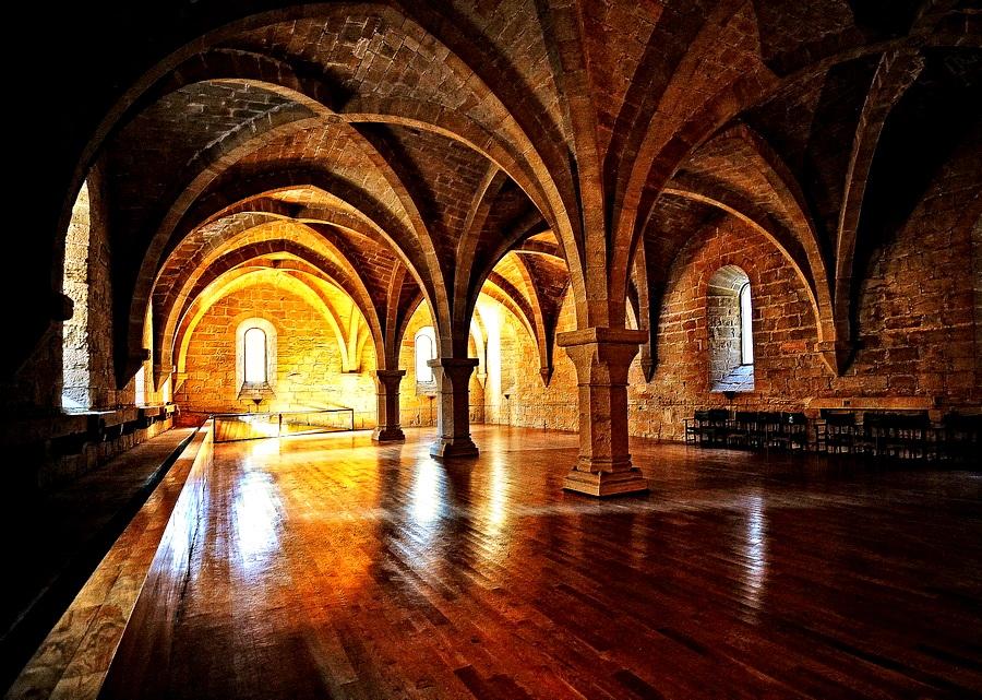 дормиторий монастыря поблет