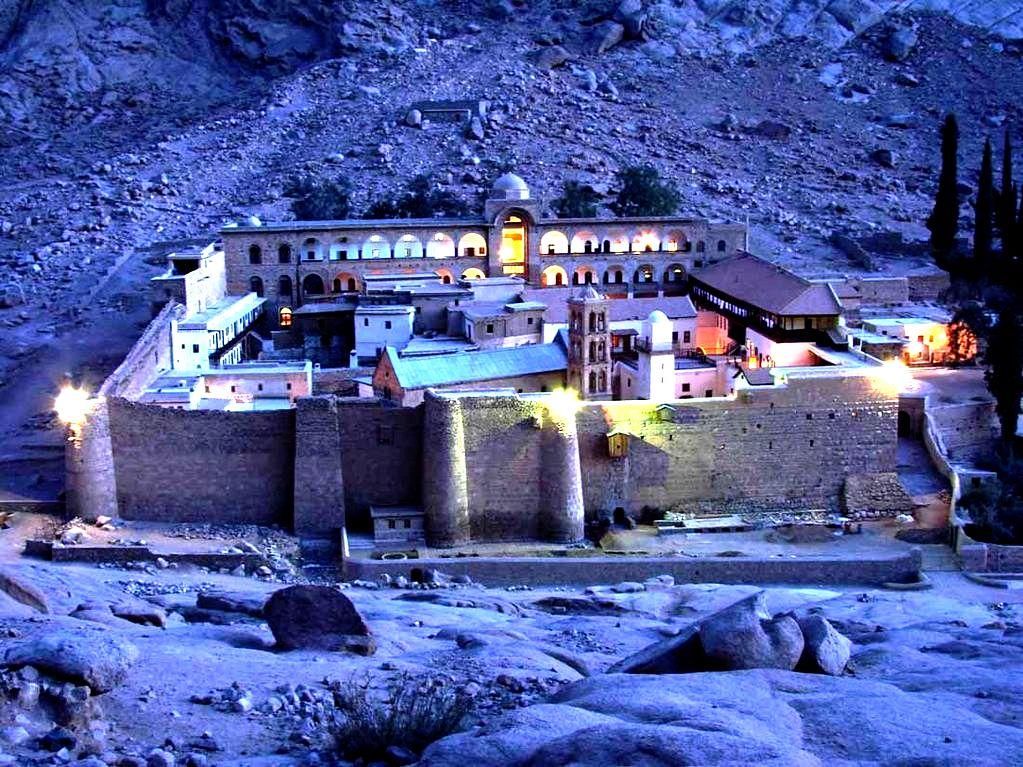 ночной пейзаж синайского монастыря