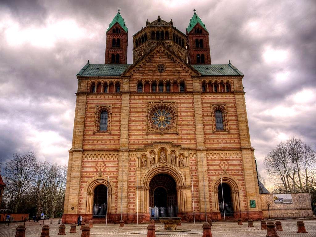 фасад шпайерского собора