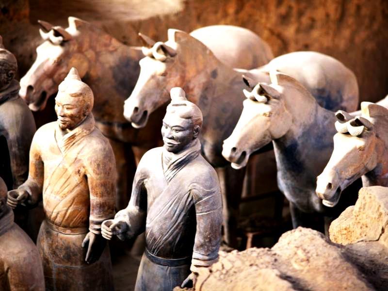 скульптуры воинов