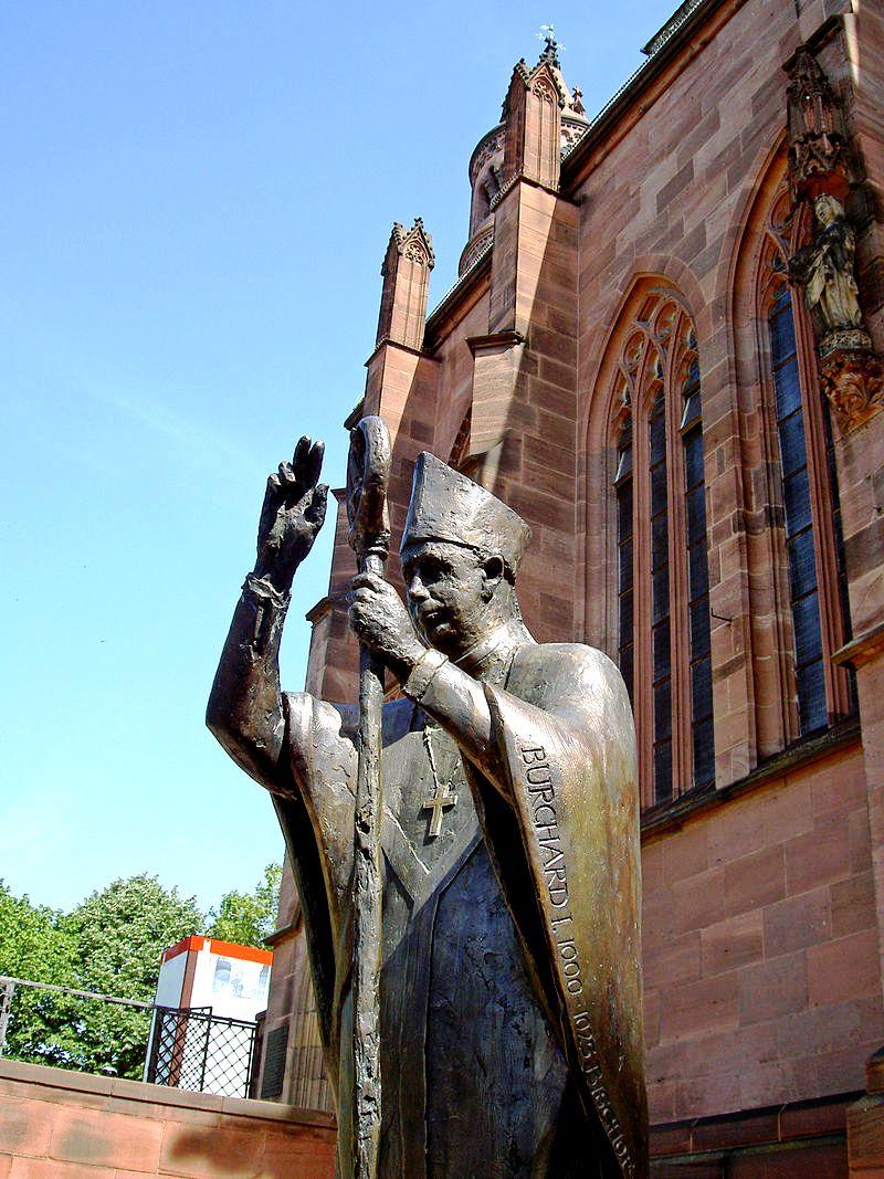 скульптура епископа