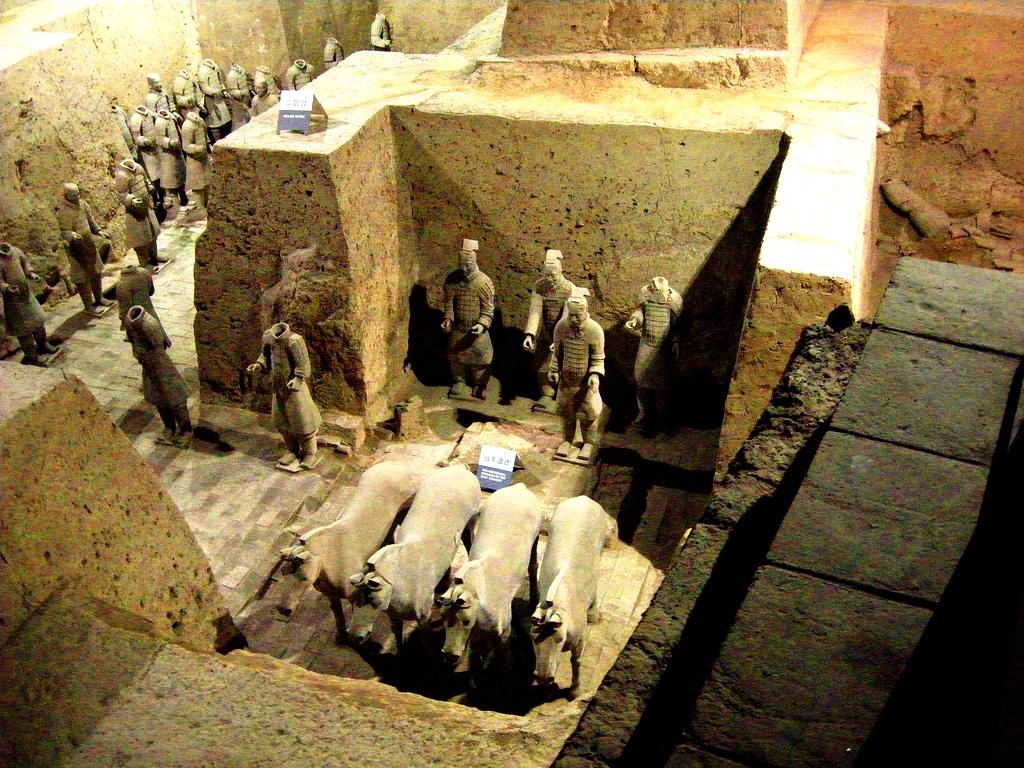 глиняные статуи