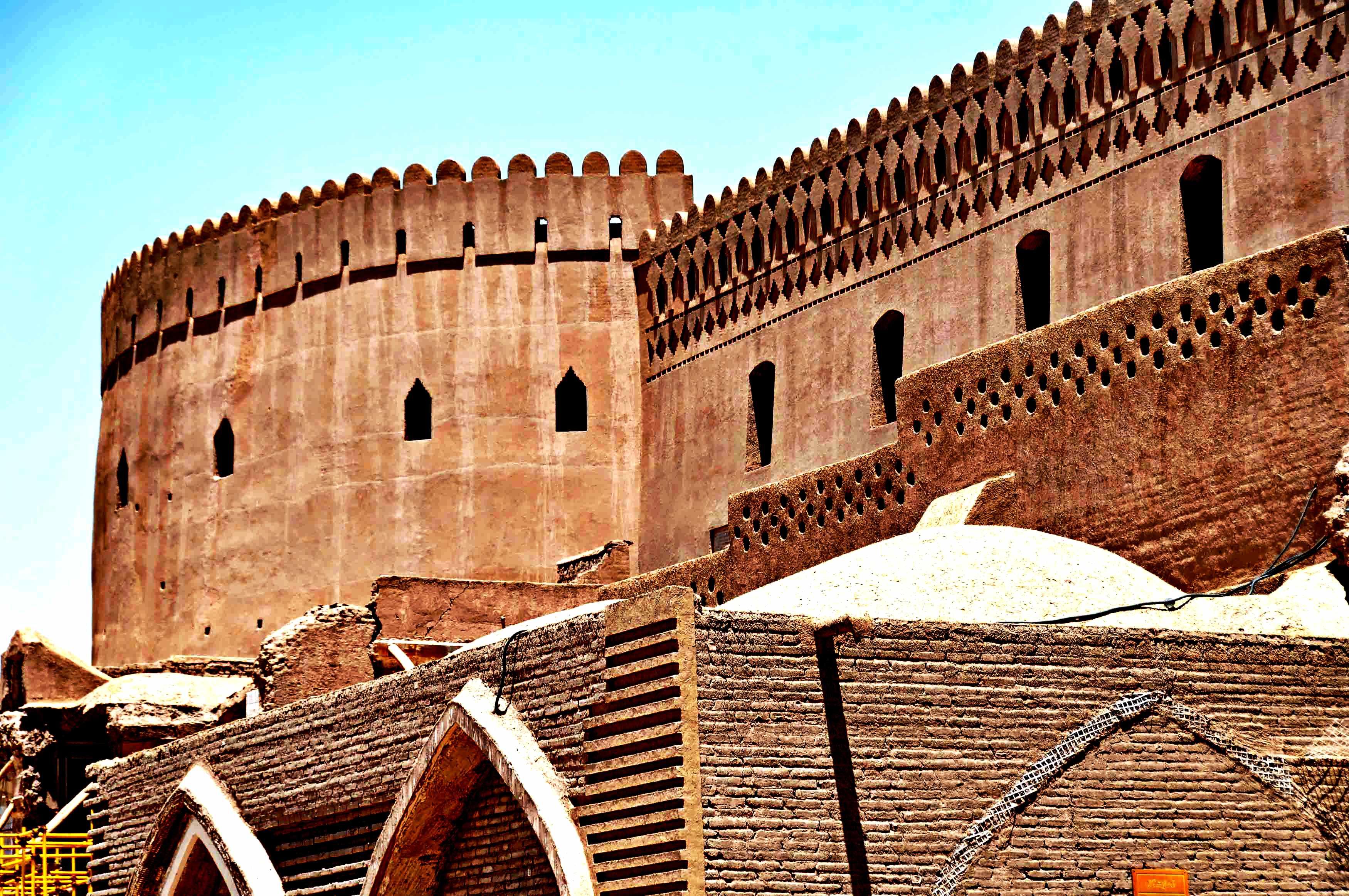 величественная крепость бам