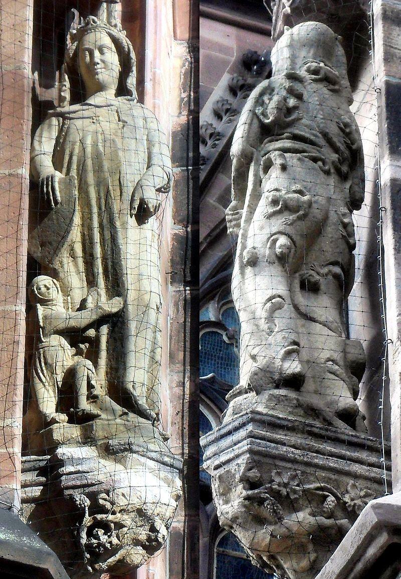 статуи ни соборе