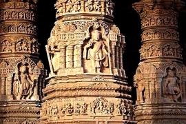 резные колонны Акшардхама