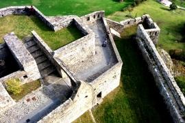 дворик замка Барди