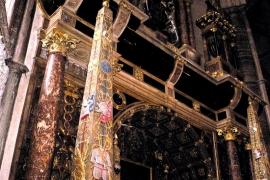 колонны аббатства