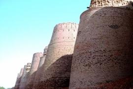 башни форта Деравар