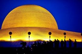 вечерний храм Дхаммакая