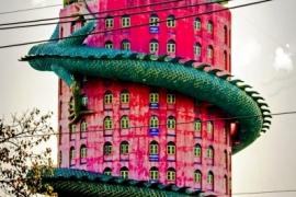 красный дом с драконом