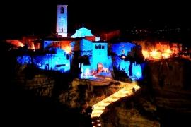 здания с подсветкой в Чивите