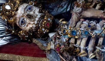Древний мученик печально смотрит на людей сквозь века