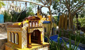 надгробие в виде роскошного храма