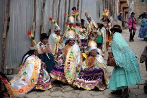 подвыпившие участницы карнавала