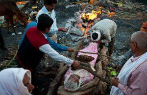 церемония кремации в Варанаси