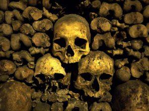 черепа в стене