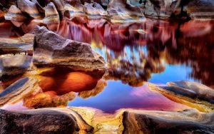 разноцветные скалы