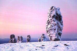 мансийские болваны в снегу