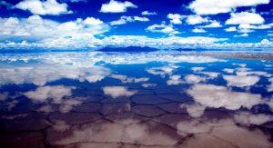 облака над соляной пустыней
