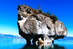 скала в озере буэнос айрес