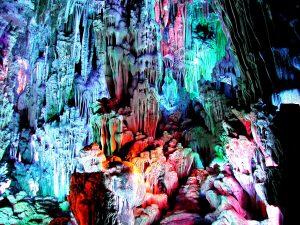 удивительные и загадочные сталактиты