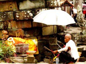 работник культа в ангкоре