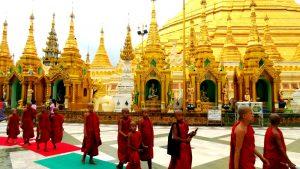 процессия монахов у шведагона